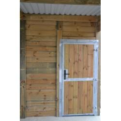 Porte de service et fenêtre ouvrante